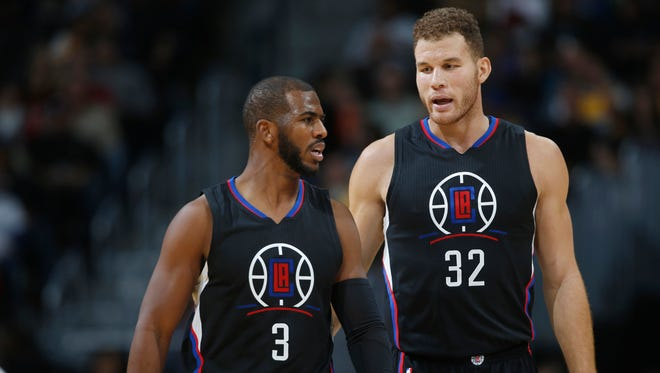 Los Angeles Clippers guard Chris Paul, left, confers with forward Blake Griffin on Nov. 24, 2015.