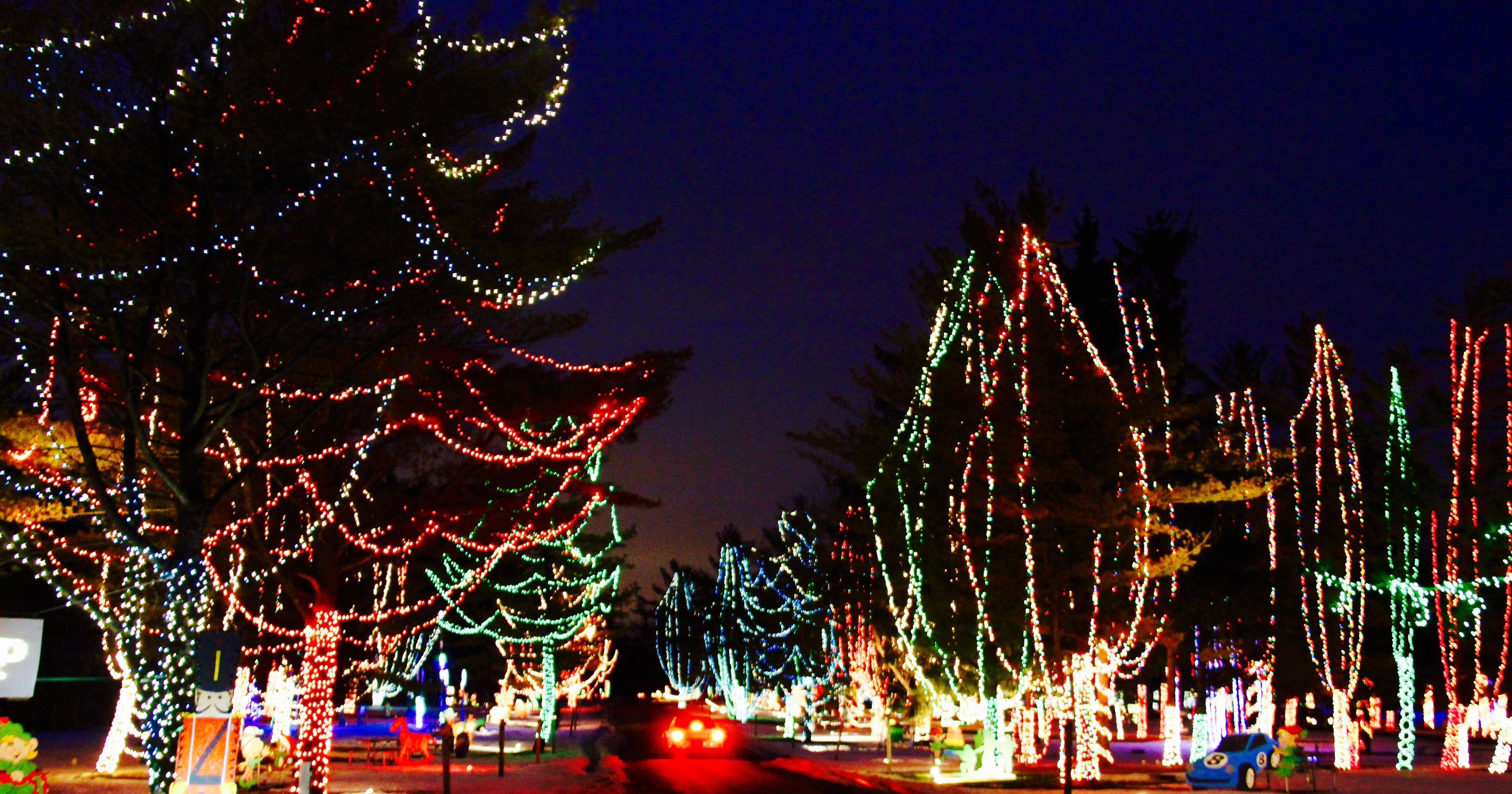 Wisconsin Carnival of Lights in Jellystone Park opens for the holidays
