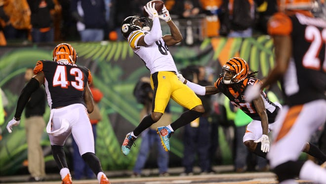 Pittsburgh Steelers wide receiver Antonio Brown (84) catches the tying touchdown in the fourth quarter during the Week 13 NFL game between the Pittsburgh Steelers and the Cincinnati Bengals, Tuesday, Dec. 5, 2017, at Paul Brown Stadium in Cincinnati. Pittsburgh won 23-20.