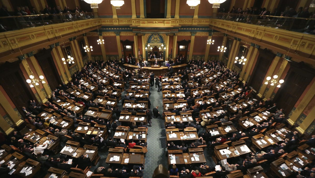 House Senate Bills Would Cut Ed Dept >> Michigan S Lame Duck Legislature Most Controversial Bills