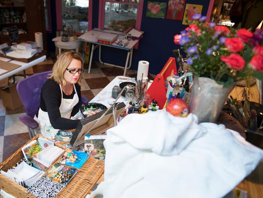 Lisa Marlo Bethea works on a still life painting in