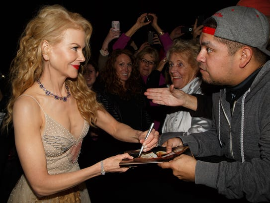 Nicole Kidman signs autographs at the Palm Springs