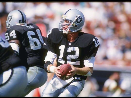 Quarterback Todd Marinovich of the Los Angeles Raiders