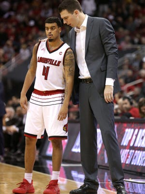 Louisville interim coach David Padgett talks with senior guard Quentin Snider during second half action. Jan. 18, 2018.