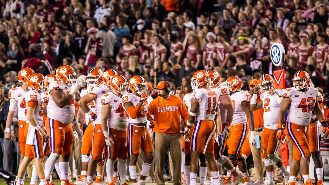 Coaches Poll: Upsets shake up playoff picture