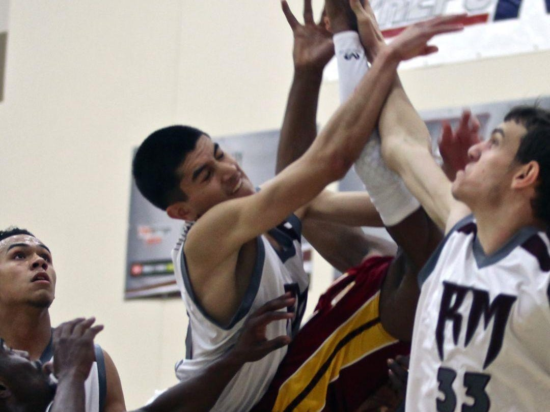 The Rancho Mirage Rattlers hosted the Del Sol Dragons for a basketball match on Tuesday.