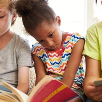 5 tips parents can use to prevent summer reading loss