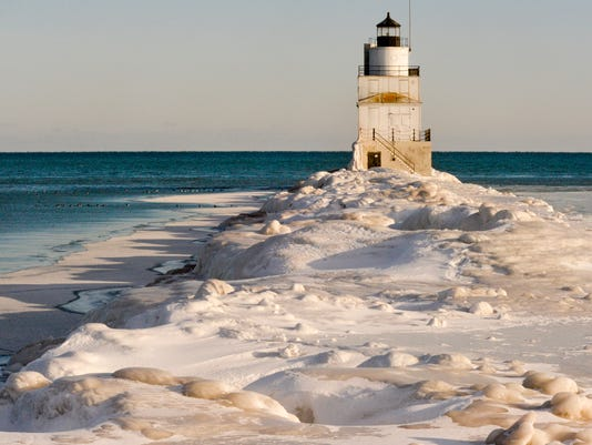 635606301169633331-MAN-f-Icy-Lake-Michigan-02