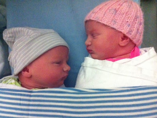 Twin birth doesn't have to be a C-section, study says