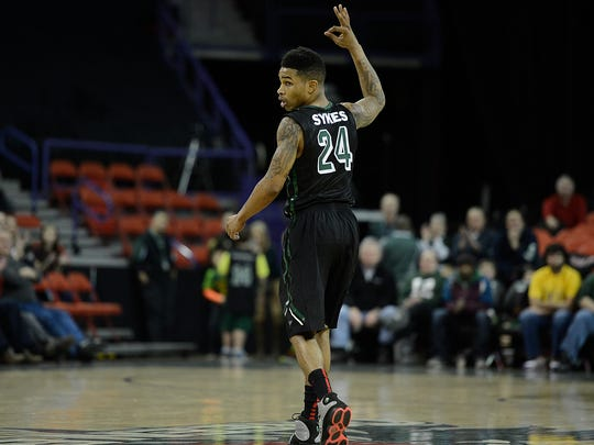 UW-Green Bay's Keifer Sykes (24) reacts after the Phoenix