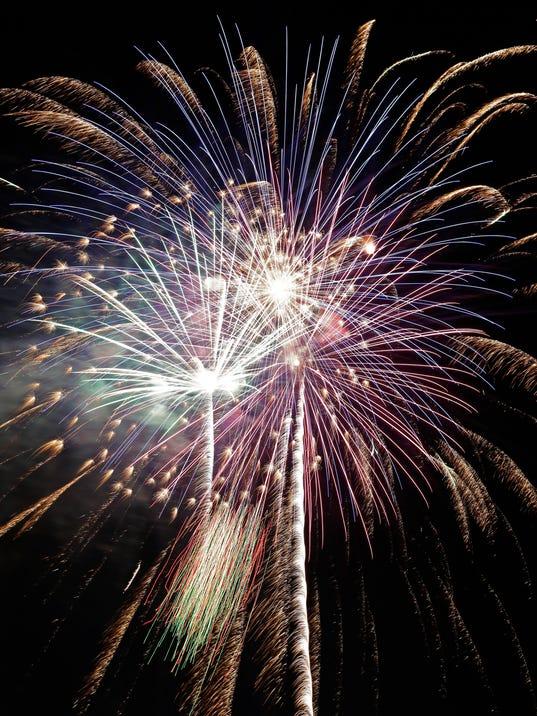 -APC Memorial Park Fireworks 0349 070314wag.jpg_20140715.jpg