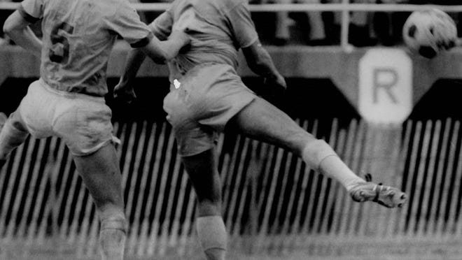 From left, Peter Short of the Rochester Lancers and Jim Fryatt of the Philadelphia Atoms leap in unison during a game.