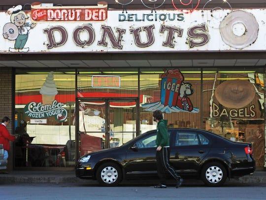 Donut Den in Green Hills