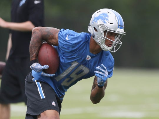 Detroit Lions receiver Kenny Golladay catches passes
