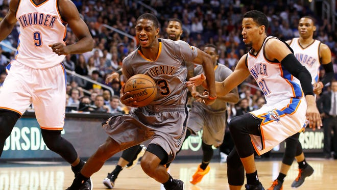 Suns guard Brandon Knight cuts through the Oklahoma City Thunder defense during a game on Friday, Feb. 26, 2015, in Phoenix.