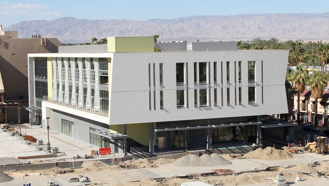 The Palm Springs Planning Commission rejected changes to the landscape and street-scape plans for the downtown redevelopment.