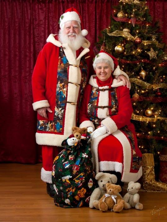 636163472745633229-Santa-and-Mrs.-Claus-photo.jpg