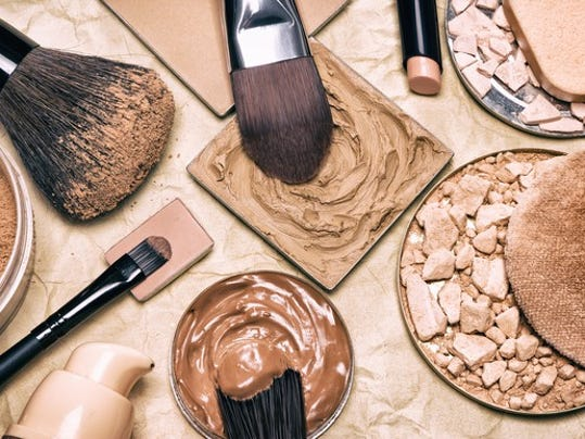 cosmetics-make-up-arranged-in-close-up-photo_large.jpg
