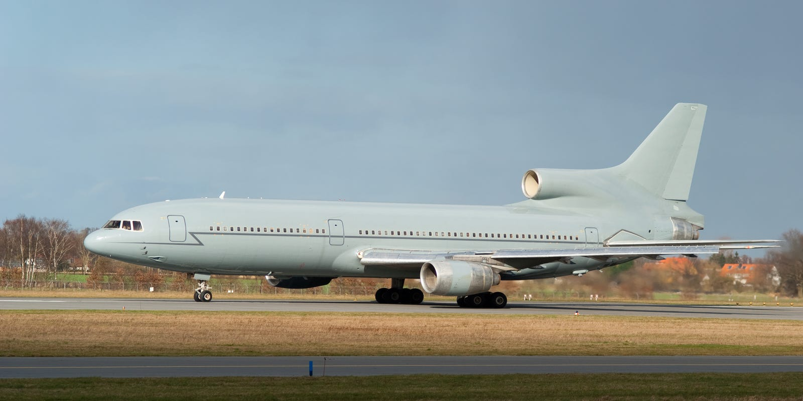 Three-engine jets: Questions about the L1011 and DC-10