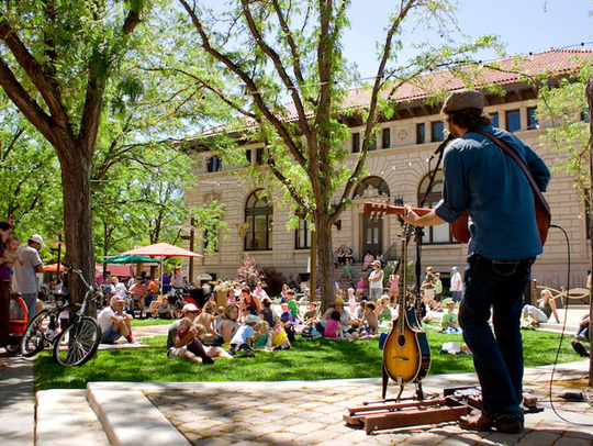 Noontime Notes takes over Oak Street Plaza for Tuesday