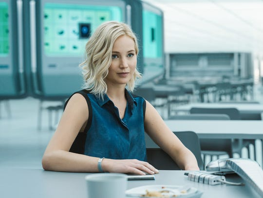 Jennifer Lawrence and Chris Pratt get hungry in 'Passengers.'