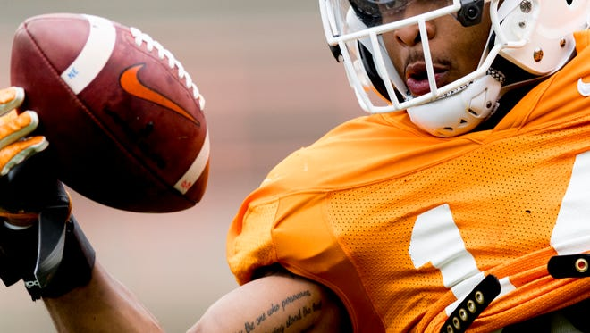 Tennessee linebacker Quart'e Sapp (14) catches a pass during practice April 7.