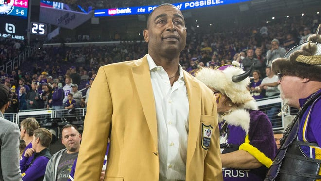 Minnesota Vikings former wide receiver Cris Carter during a game at U.S. Bank Stadium.