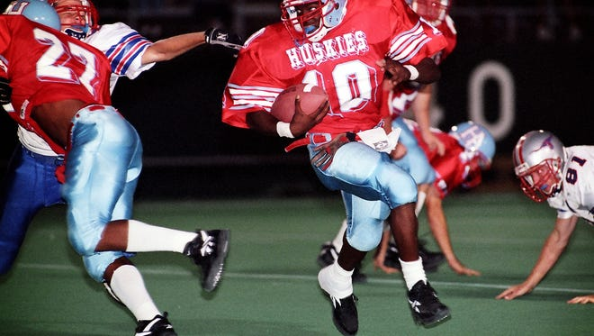 Hirschi Huskies running back Courtney Smith (10) scampers around the end during a game against the Graham Steers in this September 1998 file photo.