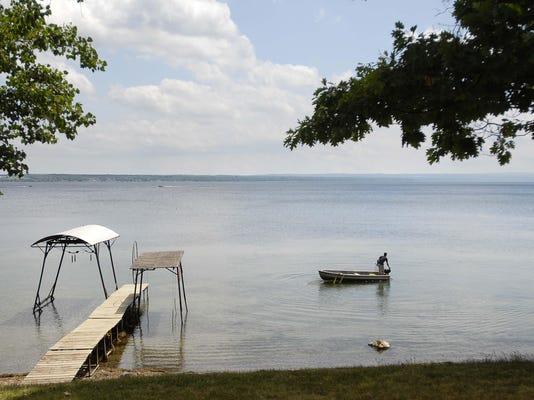 gns 072307 lake homes