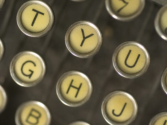 Write a letter to your favorite local business at Yelp's Tonic n' Typewriters event