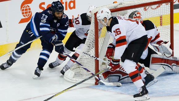 Winnipeg Jets' Dustin Byfuglien (33) attempts the wraparound