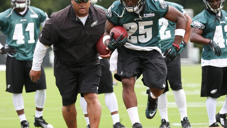 Eagles bypass Staley, promote Groh to offensive coordinator