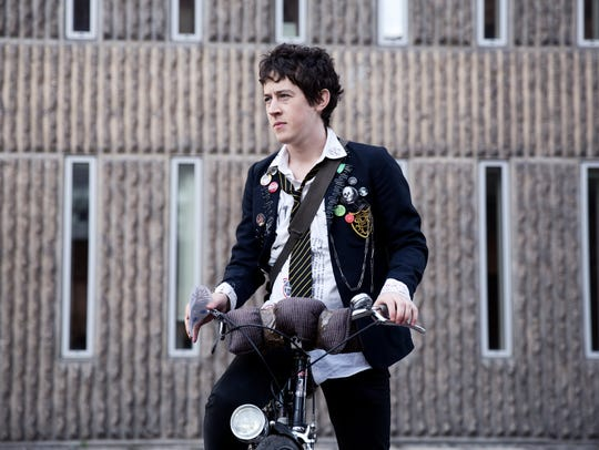 "Enn (Alex Sharp) is a suburban teenager in ""How to"