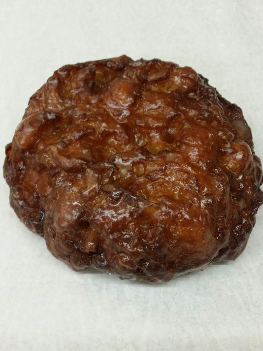 635842203795752364-Donut-Den-apple-fritter1-by-Ellen-Margulies.jpg