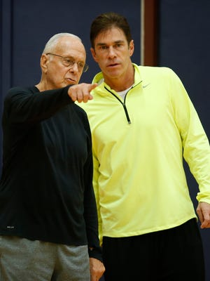 Southern Methodist Mustangs head coach Larry Brown talks with assistant head coach Tim Jankovich during an October practice.