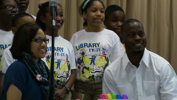 Tarvaris Jackson poses for picture at MacMillan Elementary