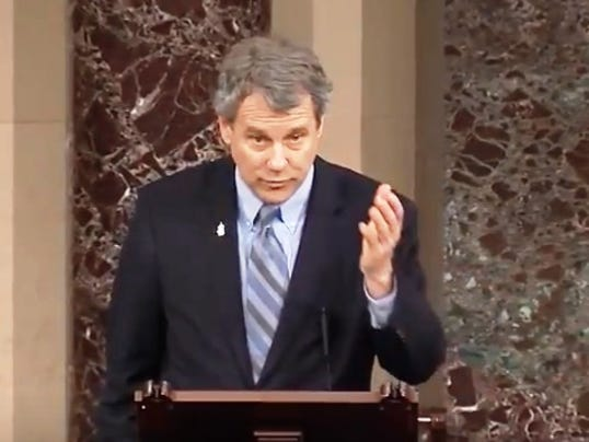 636495405901178303-sherrod-brown-fentanyl-bill.jpg