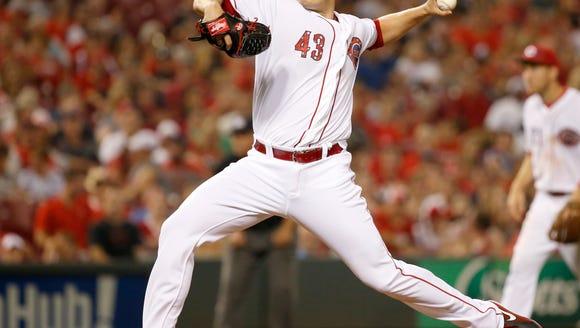 Cincinnati Reds relief pitcher Manny Parra (43) delivers