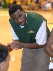 Capt. Shreve head coach Keith Greene talks to his team