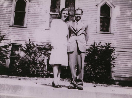 -Vivian and James Huddleston 1946.JPG_20140820.jpg