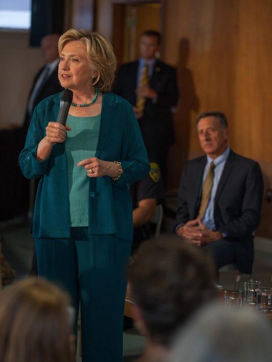 -BUR20150917-Schumlin-Clinton-4.jpg_20150917.jpg