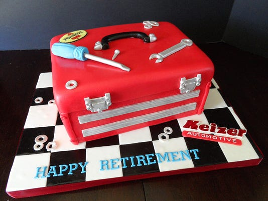 636161970185137457-Sweet-Couture-Retirement-Cake.jpg