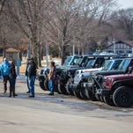 Wisconsin Jeep owners talk 'Jeep wave,' say it's 'like joining a family'