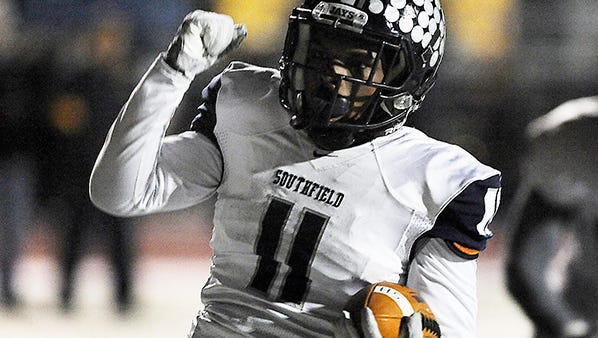 Running back Adrian Carter and Southfield face Warren DeLaSalle in a Division 2 semifinal on Saturday.