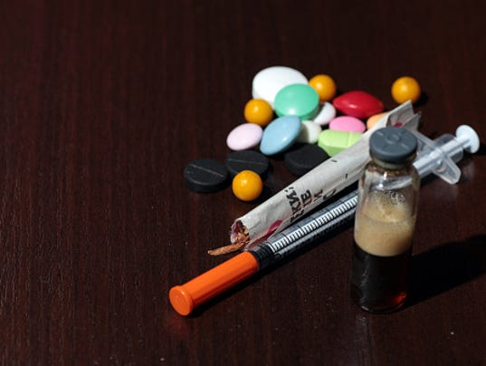 635896127261169357-heroin-pain-pills.jpg