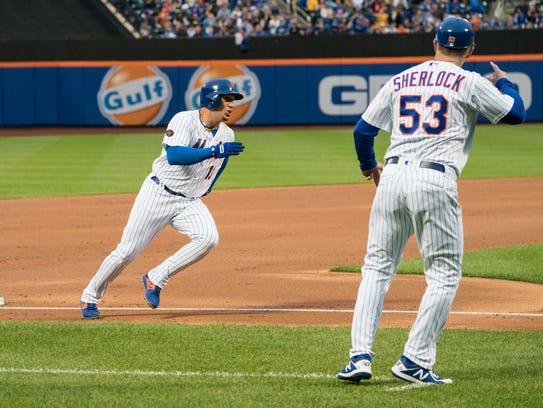 New York Mets second baseman Asdrubal Cabrera (13)