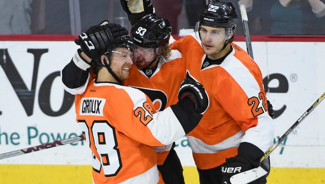 Claude Giroux temporarily gave the Flyers the lead in the third period Tuesday night.