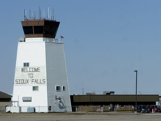 Control tower at the Sioux Falls Regional Airport.