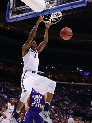 Xavier's Jalen Reynolds dunks during the second half against Weber State on Friday night.