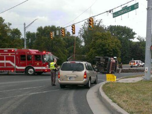 3-car crash closes intersection at Allisonville Road, 146th
